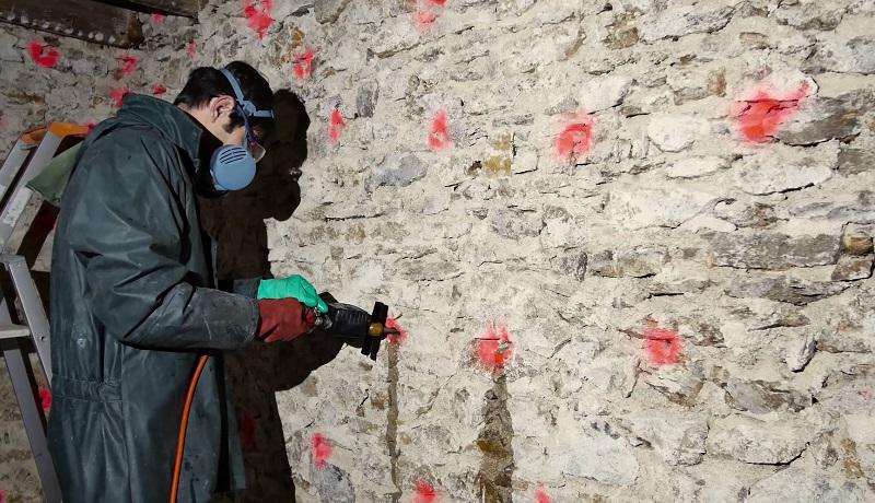 trous-murs-rouge-merule